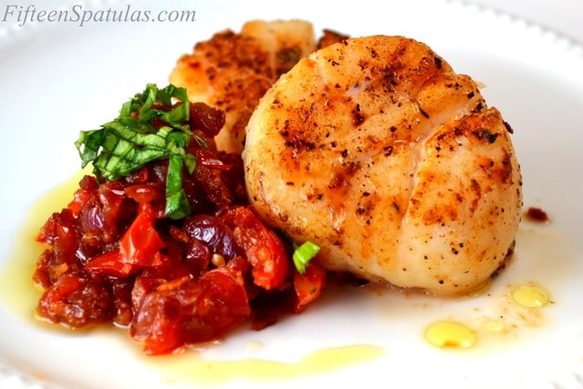 Seared U-10 Scallops with Bacon Jam and Basil – Fifteen Spatulas
