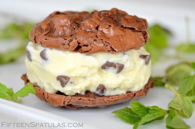 Mint Chip Gelato Ice Cream Sandwiches » Fifteen Spatulas